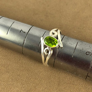 Gem Emporium Jewelry - 1/3 Carat Peridot 925 Solid Sterling Silver Ring
